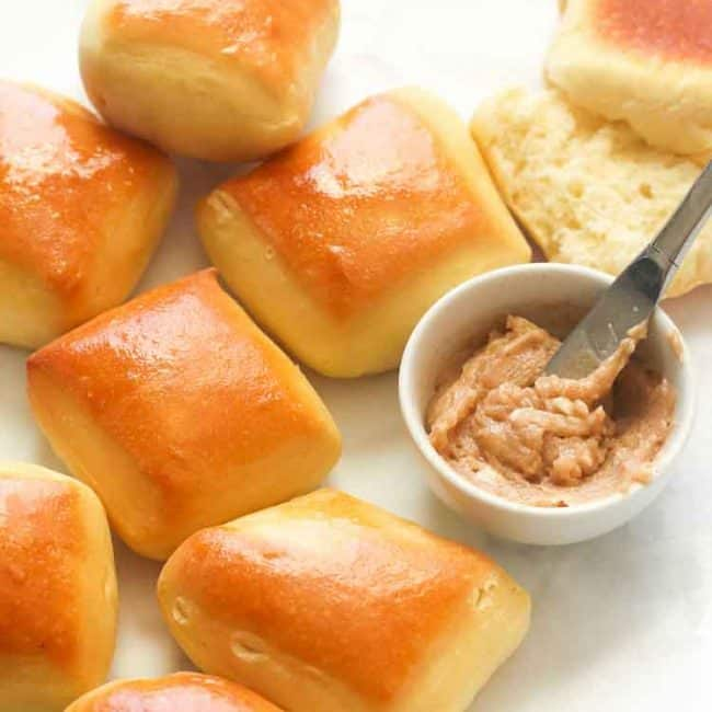 Bread rolls with cinnamon butter