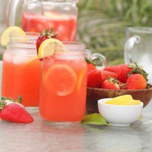 Strawberry Lemonade in Pint Glasses