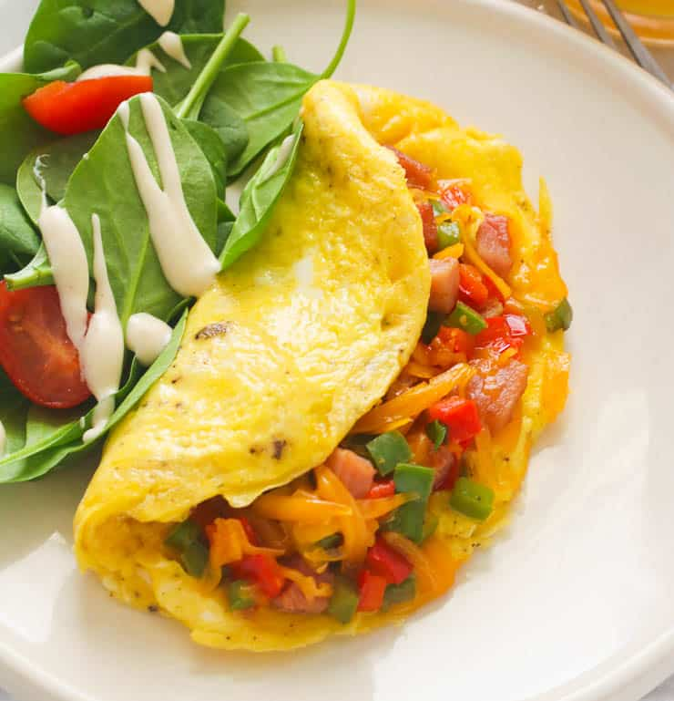Western Omelette with Spinach and Tomatoes