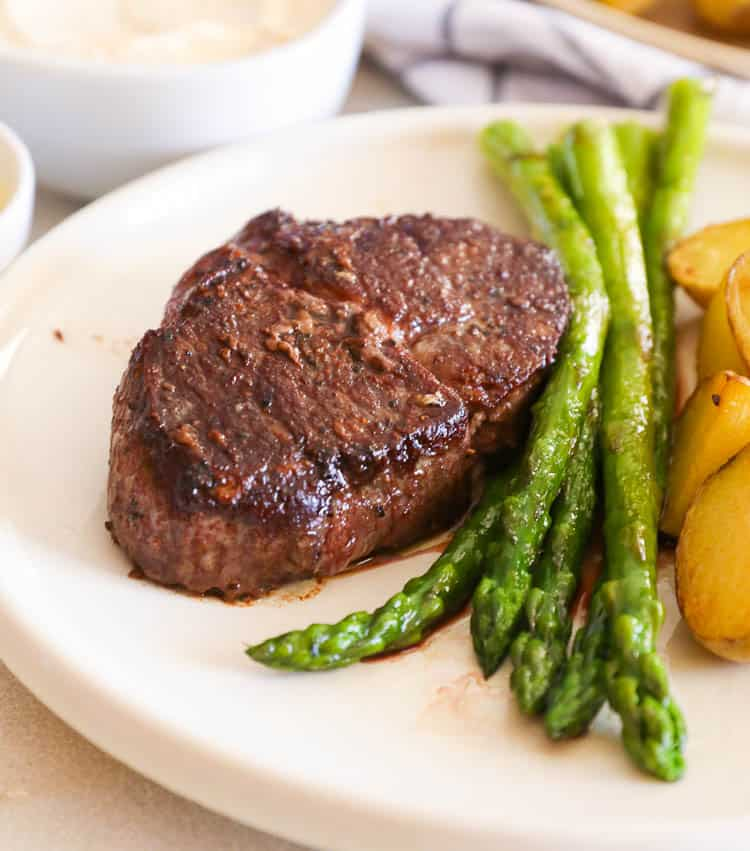 Perfectly Seared Filet Mignon with Asparagus and Potatoes